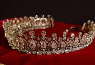 WHY TIARAS ARE BETTER THAN HATS